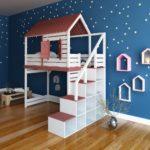 кровать-домик для детей с коричневой крышей