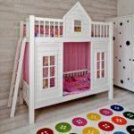 кровать-домик для детей с ковром