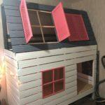 кровать-домик для детей розово-серый
