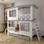 кровать-домик для детей с окнами