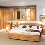 кровать из массива сосны декор
