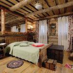 кровать из массива сосны декор фото