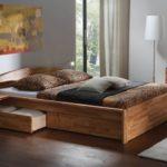 кровать из массива сосны виды оформления