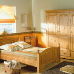 кровать из массива сосны варианты декора