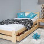 кровать из массива сосны дизайн фото