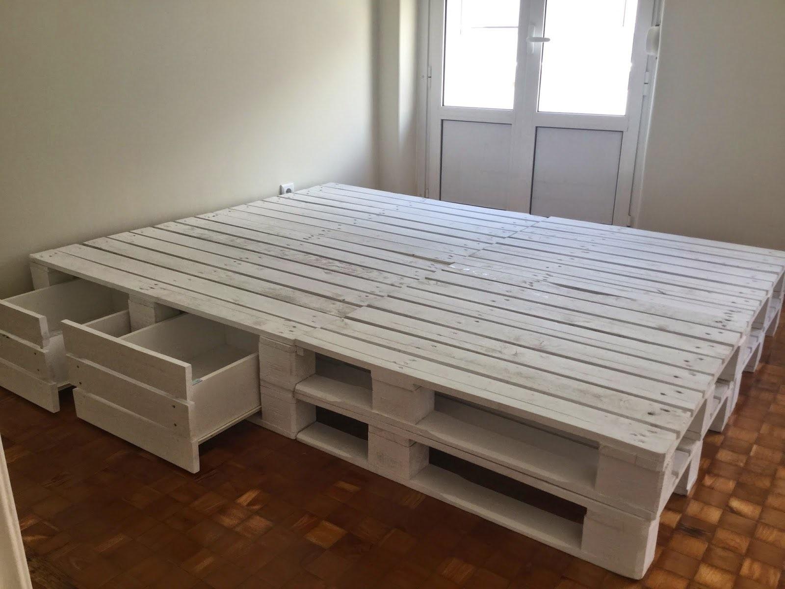 кровать из поддонов устройство
