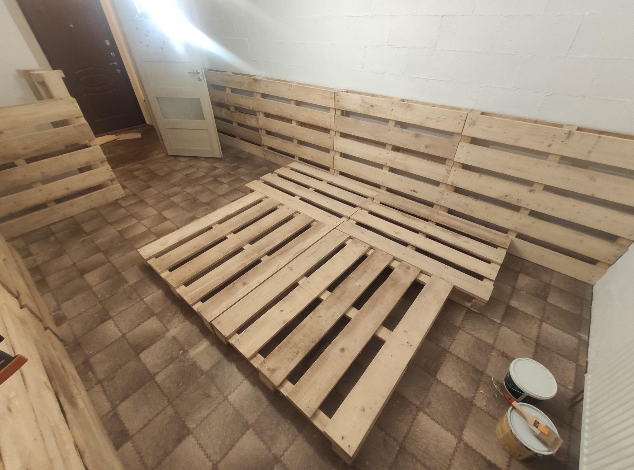 кровать из поддонов без трещин
