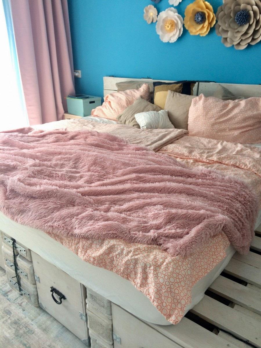 кровать из поддонов со шкафом