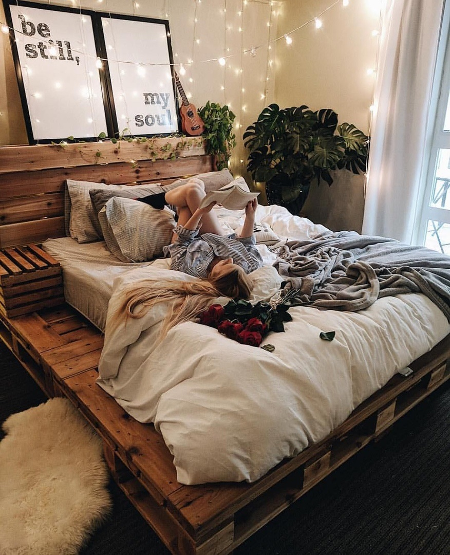 кровать из поддонов из новых паллет