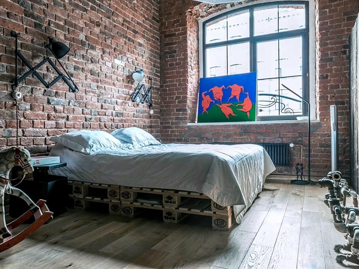кровать из паллет разными способами
