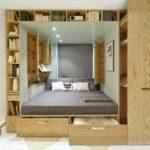 кровать-подиум с книжными шкафами