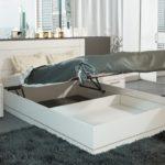 кровать с подъемным механизмом с покрывалом