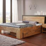 кровать с выдвижными ящиками в строгом интерьере