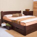 спальня с кроватью с выдвижными ящиками