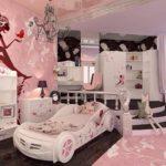 белоснежная машина-кровать для девочки