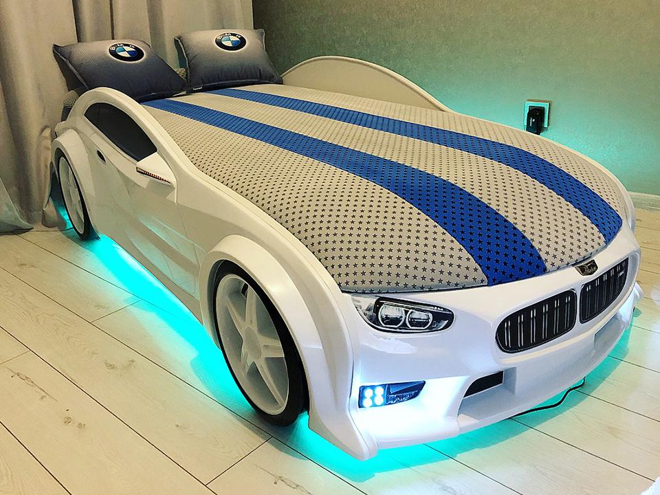 кровать-машина с натуральной обивкой