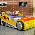 желтая кровать-машина для мальчика
