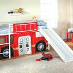 кровать-машина для мальчика под красно-белый автобус