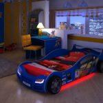 синяя кровать-машина для мальчика с красной подсветкой