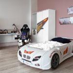 красивая кровать-машина для мальчика белого цвета
