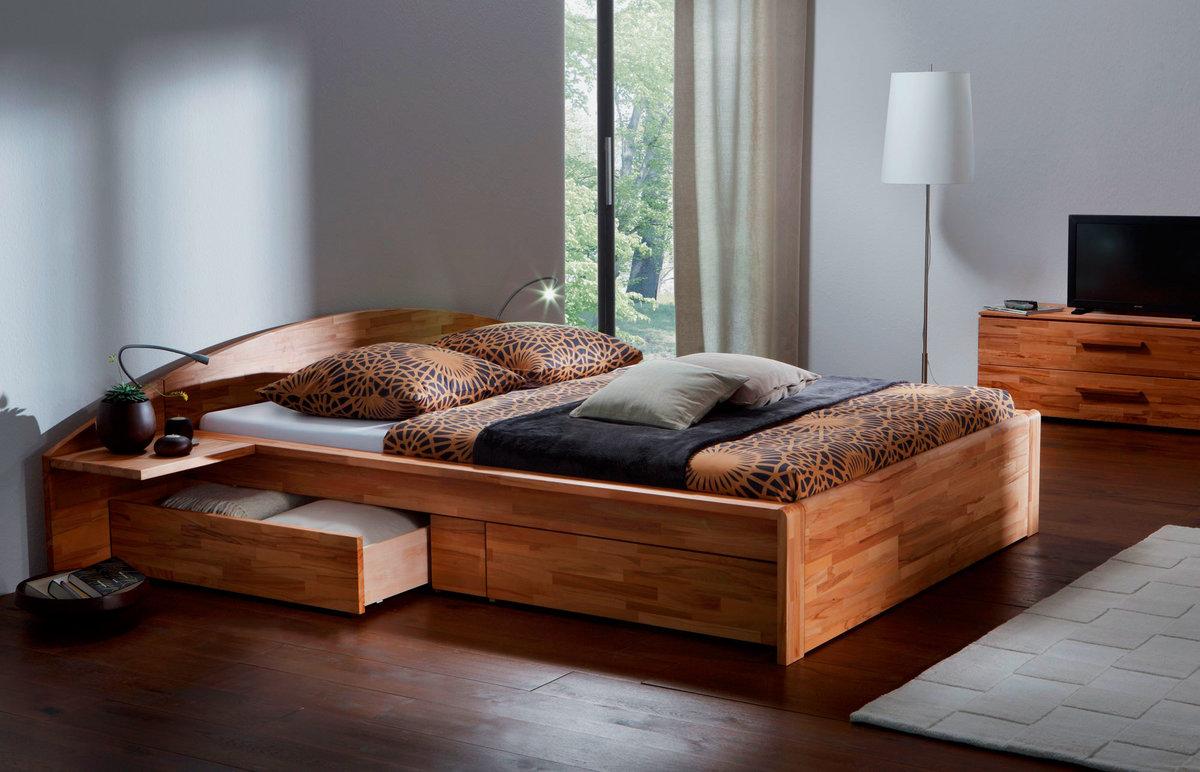место для кровати с выдвижными ящиками