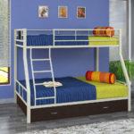 металлические двухъярусные кровати идеи декора