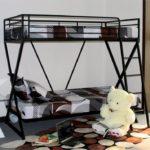 металлические двухъярусные кровати варианты декора