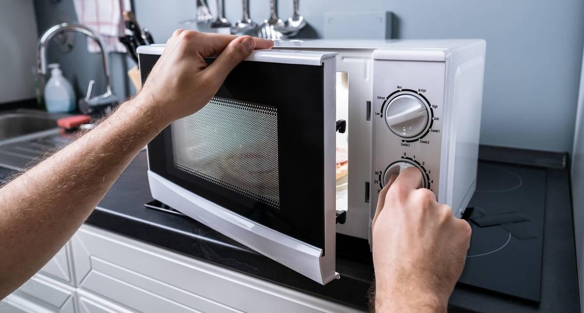 микроволновка на кухне фото