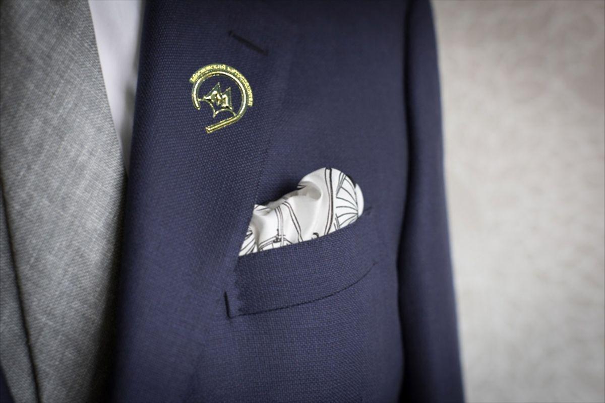 нагрудный карман с платком