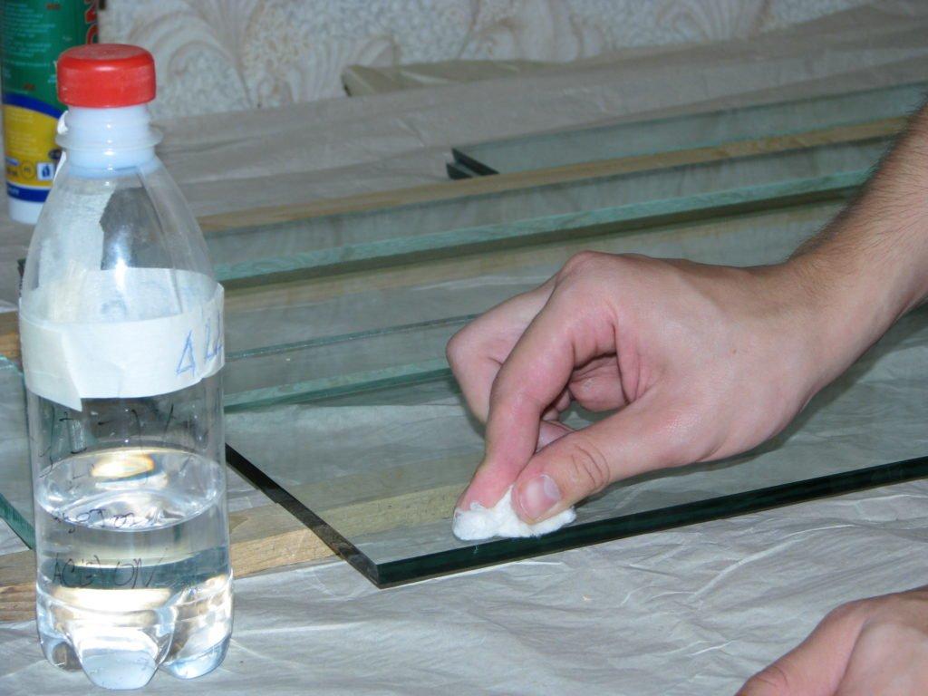 удалить супер клей со стекла