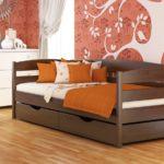 обычная кровать с выдвижными ящиками