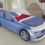 синяя одноярусная кровать машинка