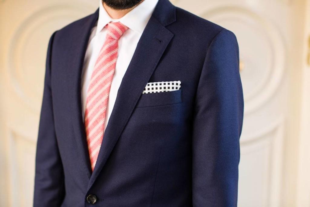 платочек в кармане пиджака