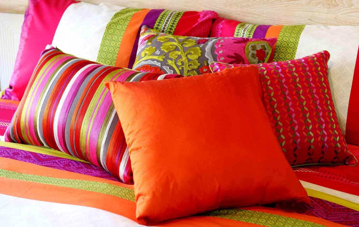 подушки для дивана оформление