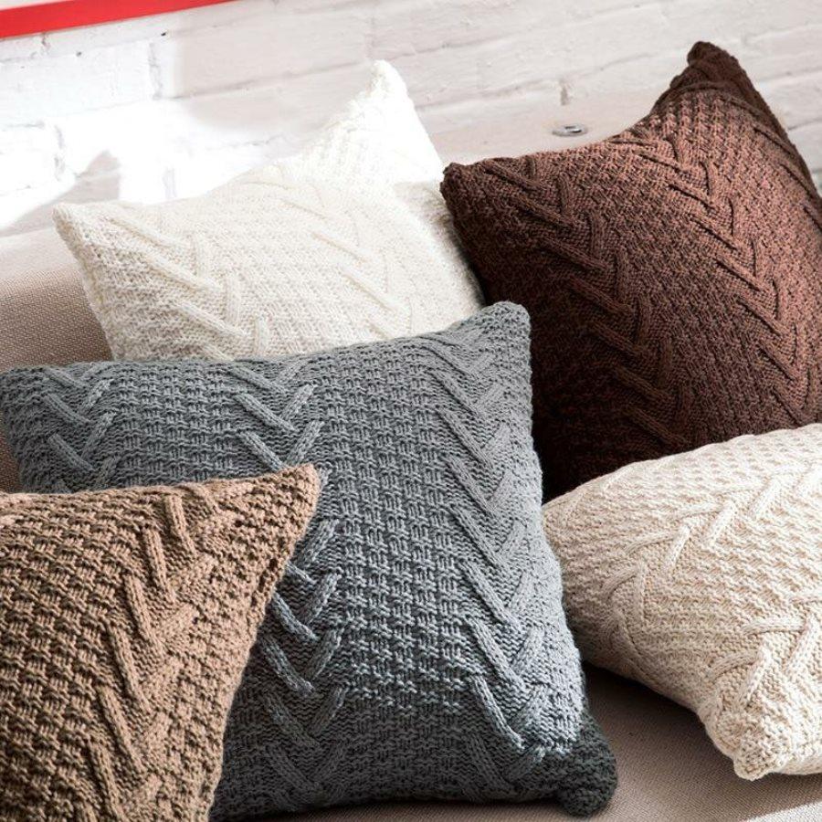 подушки для дивана вязаные