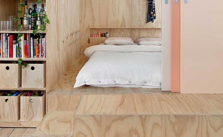 кровать-подиум в нише