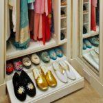 полочка в шкафу для обуви