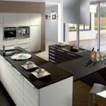 столешница для черно-белой кухни