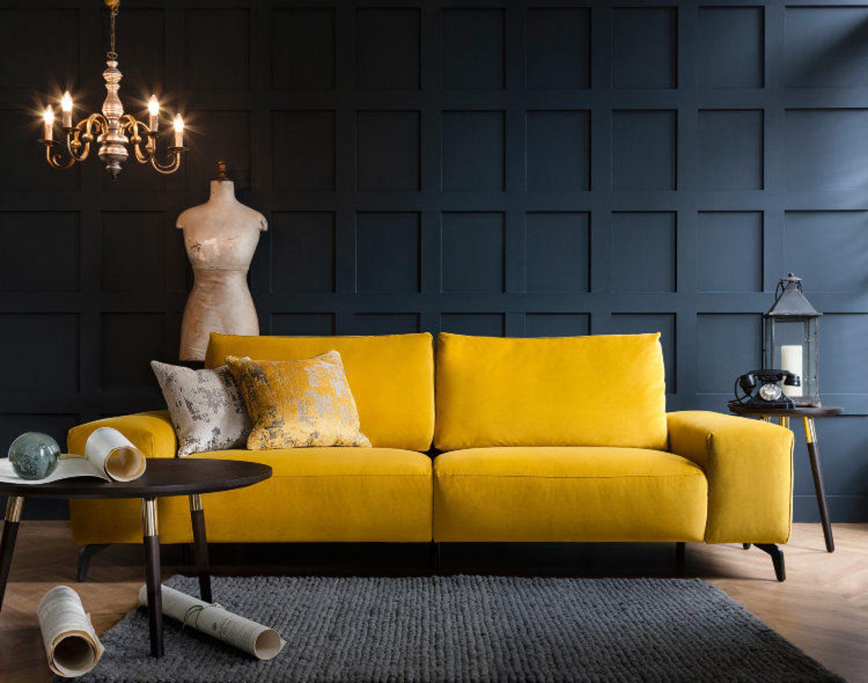 прямой диван в интерьере