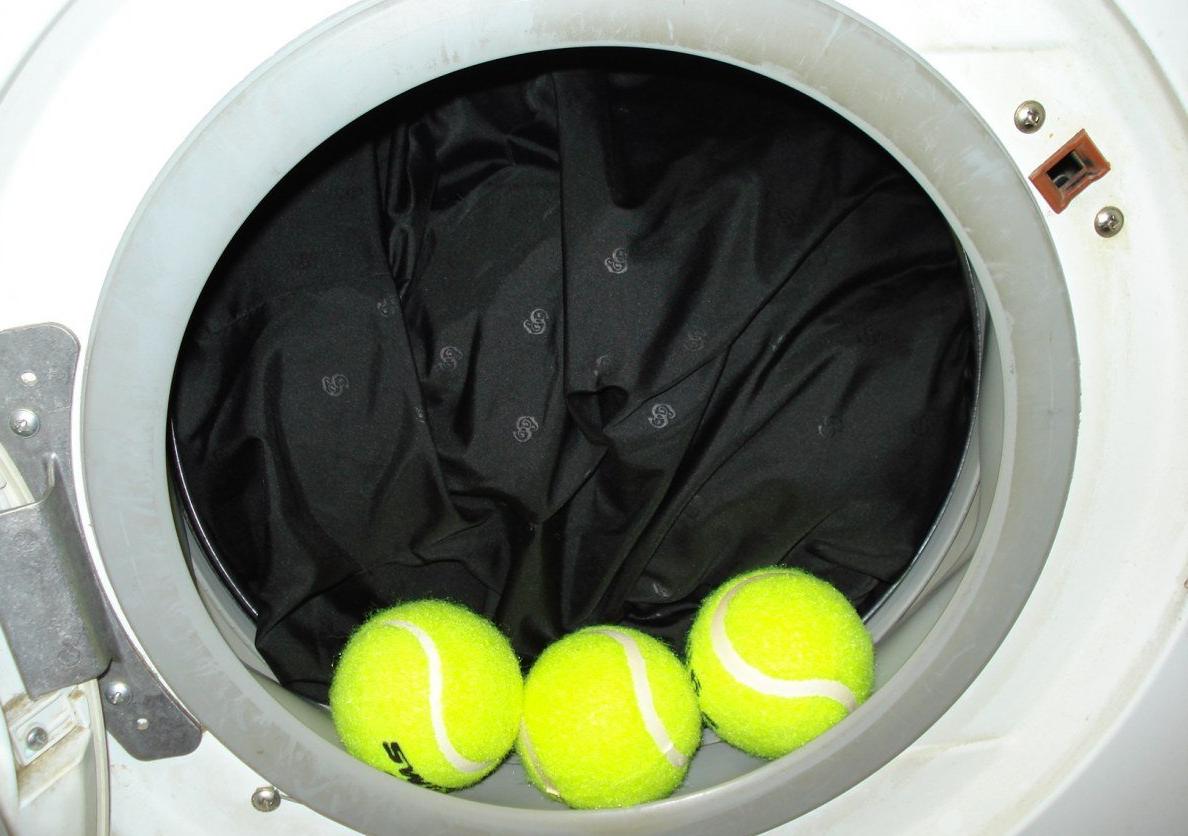пуховик с теннисными мячиками