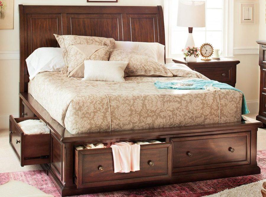 расположение кровати с выдвижными ящиками