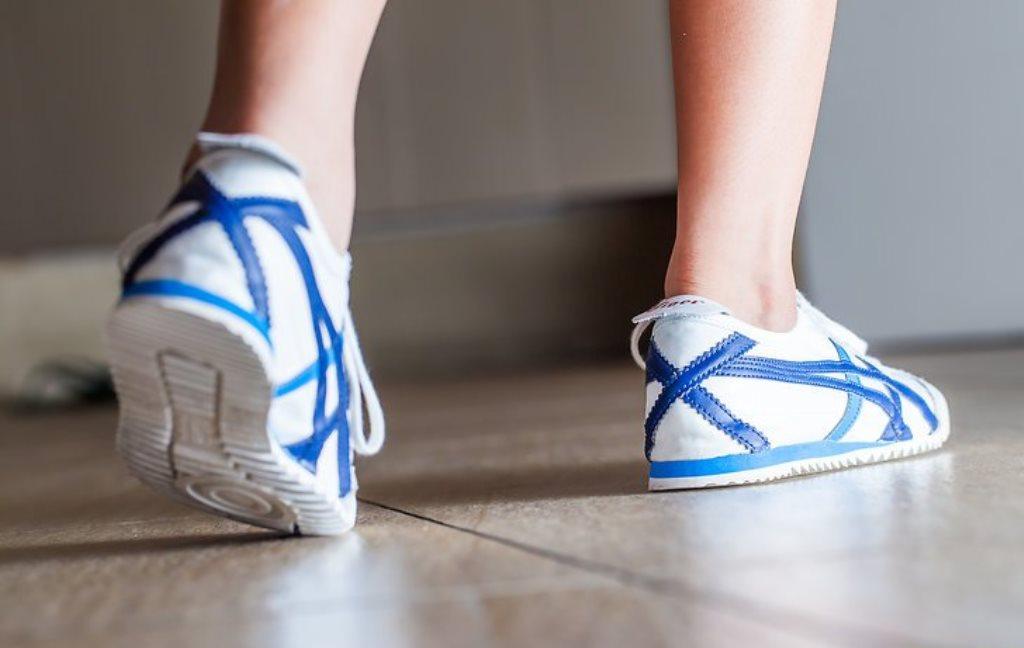 растягивание кроссовок