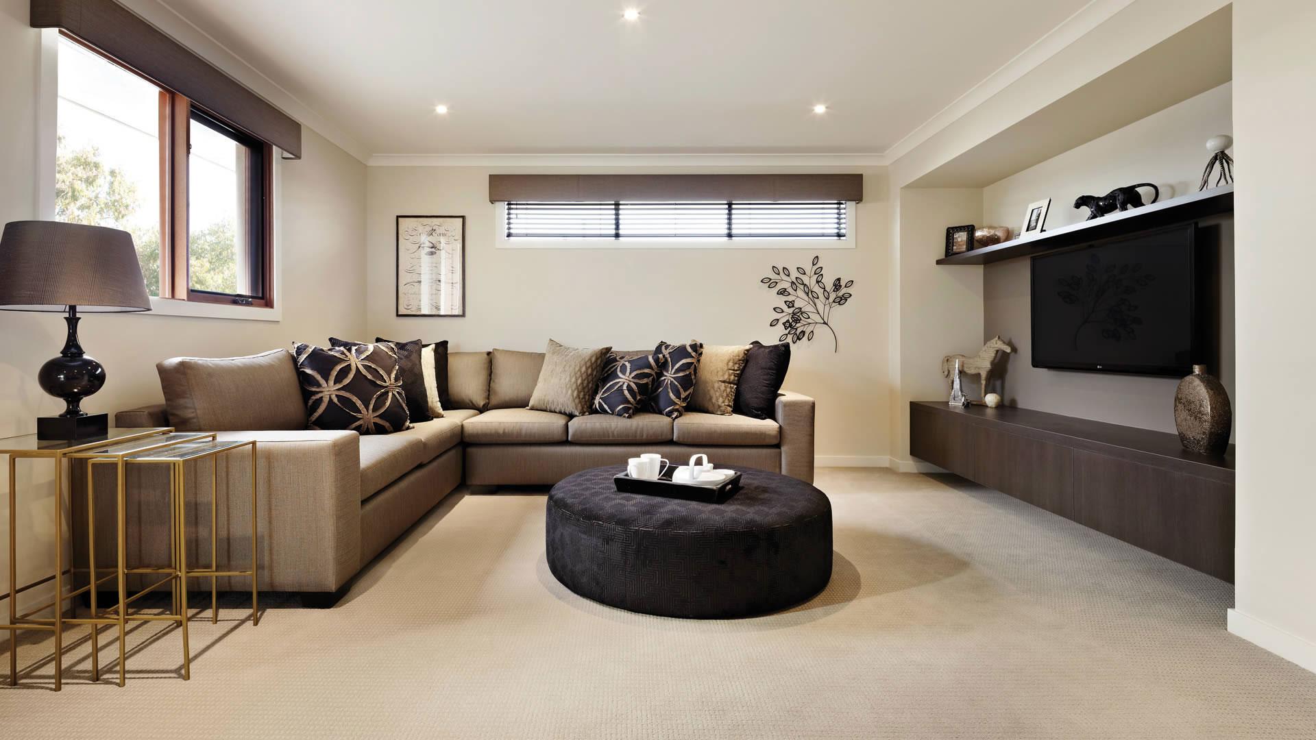 серо коричневый диван