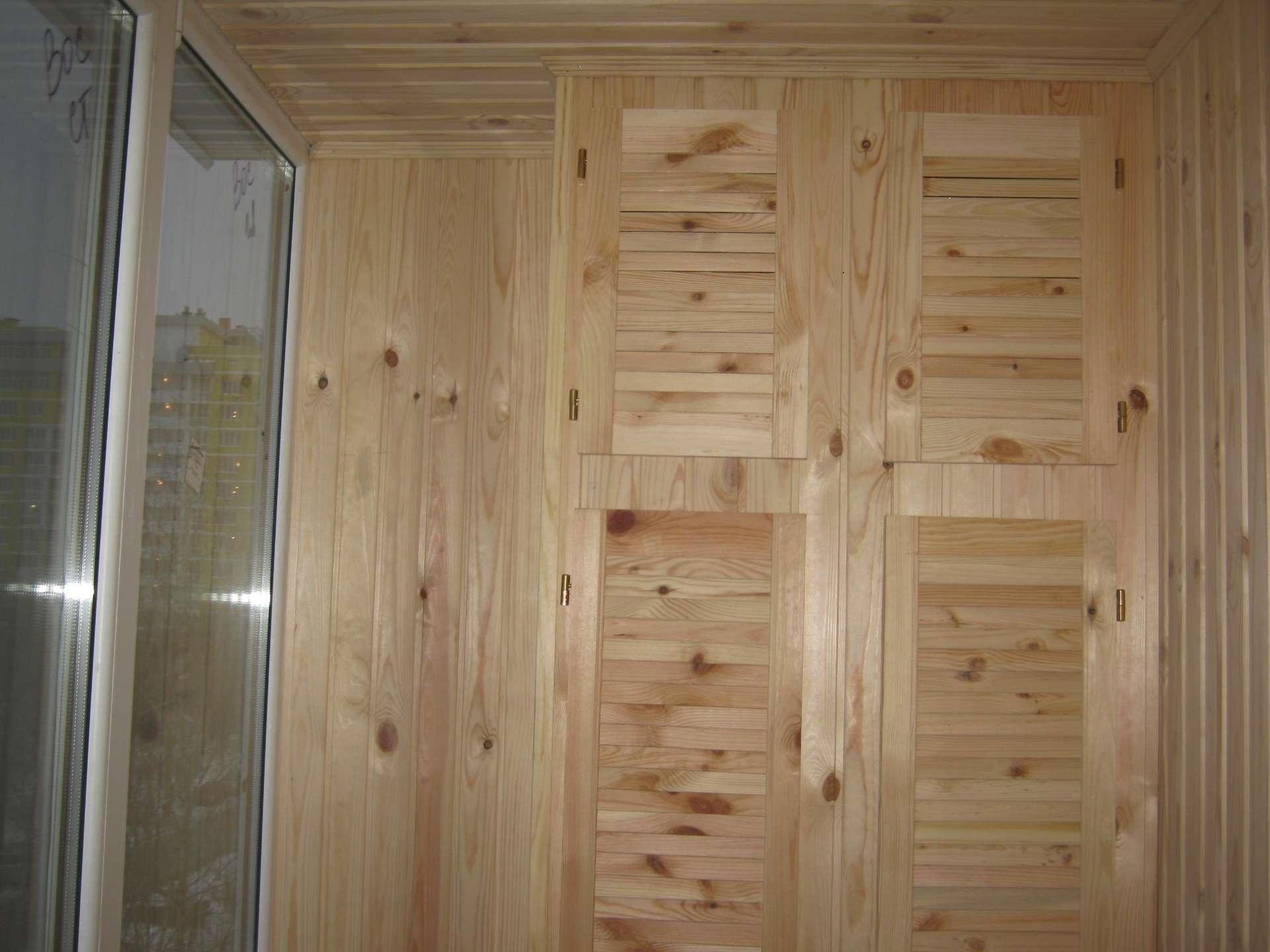 шкаф на балкон из натуральной древесины