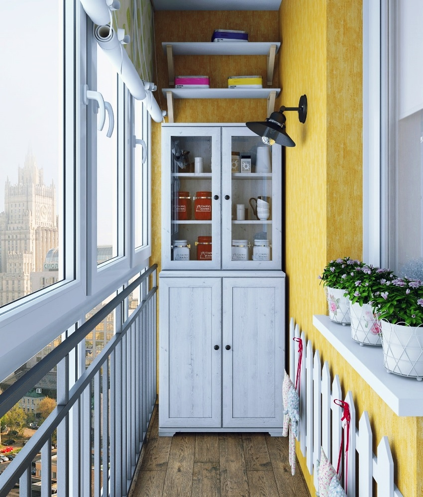 закрытый шкаф на балкон