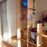 шкаф-перегородка бежевый узкий стеллаж