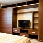 шкаф-перегородка коричневый с телевизором