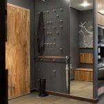 шкаф-перегородка серый в прихожей