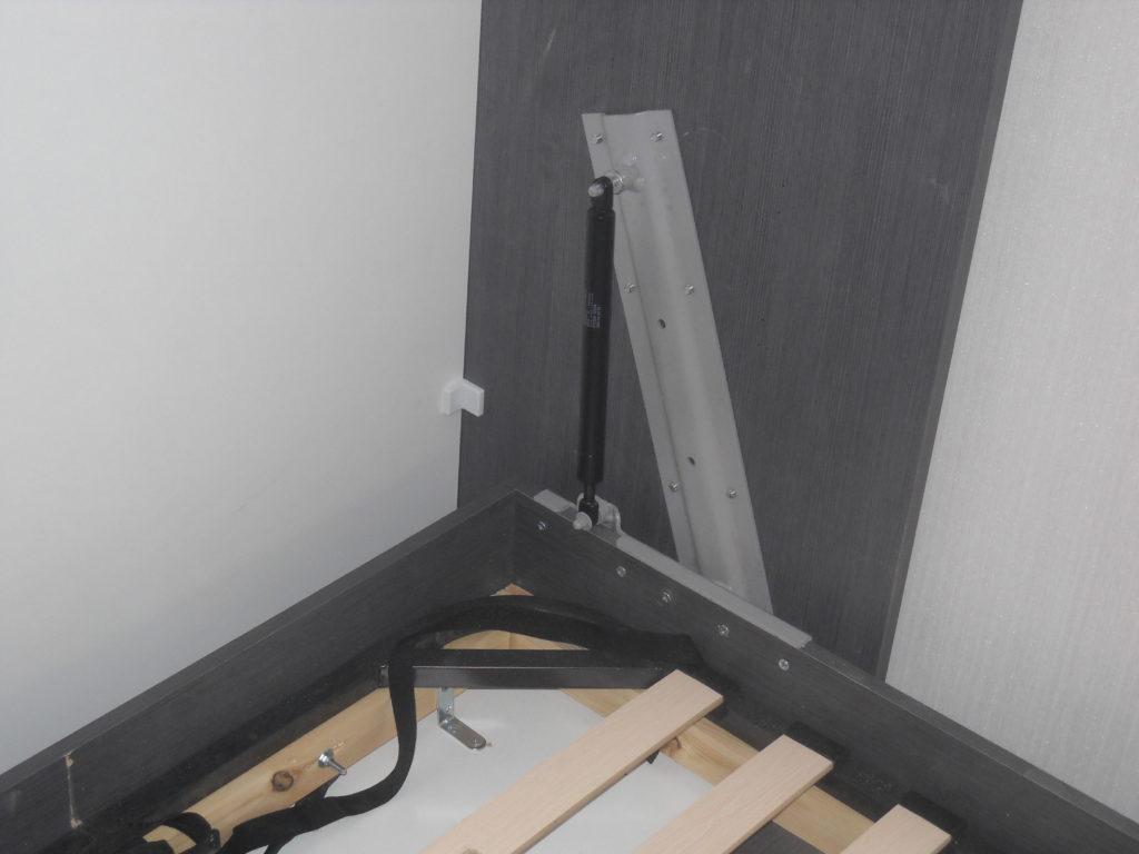механизмом опускания кровати-шкафа