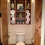 шкаф в туалет с вещами
